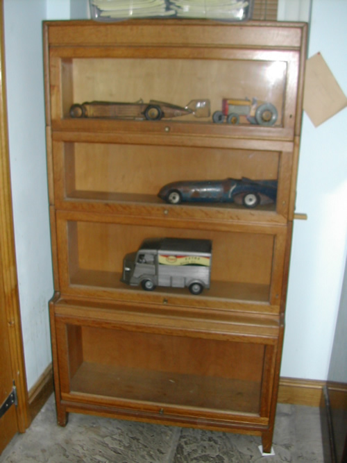 bensreckyard ebay photo Display cabinet with locks and key 1